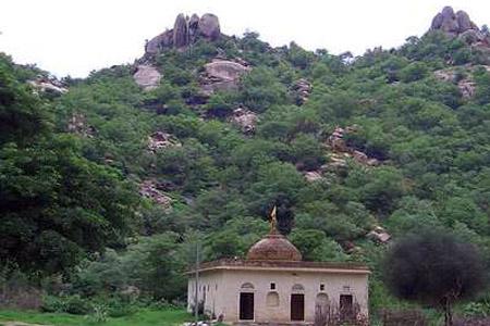 ढोसी – एक पवित्र स्थान