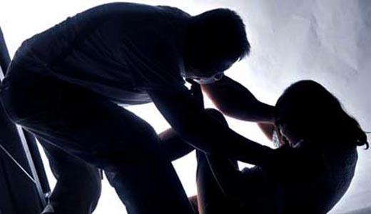 बंधक बना कर युवती से सामूहिक दुष्कर्म
